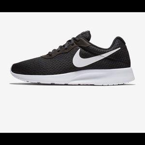NWOT Nike Tanjun-